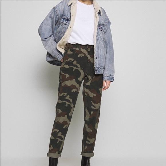 AMERICAN EAGLE corduroy camouflage mom jean
